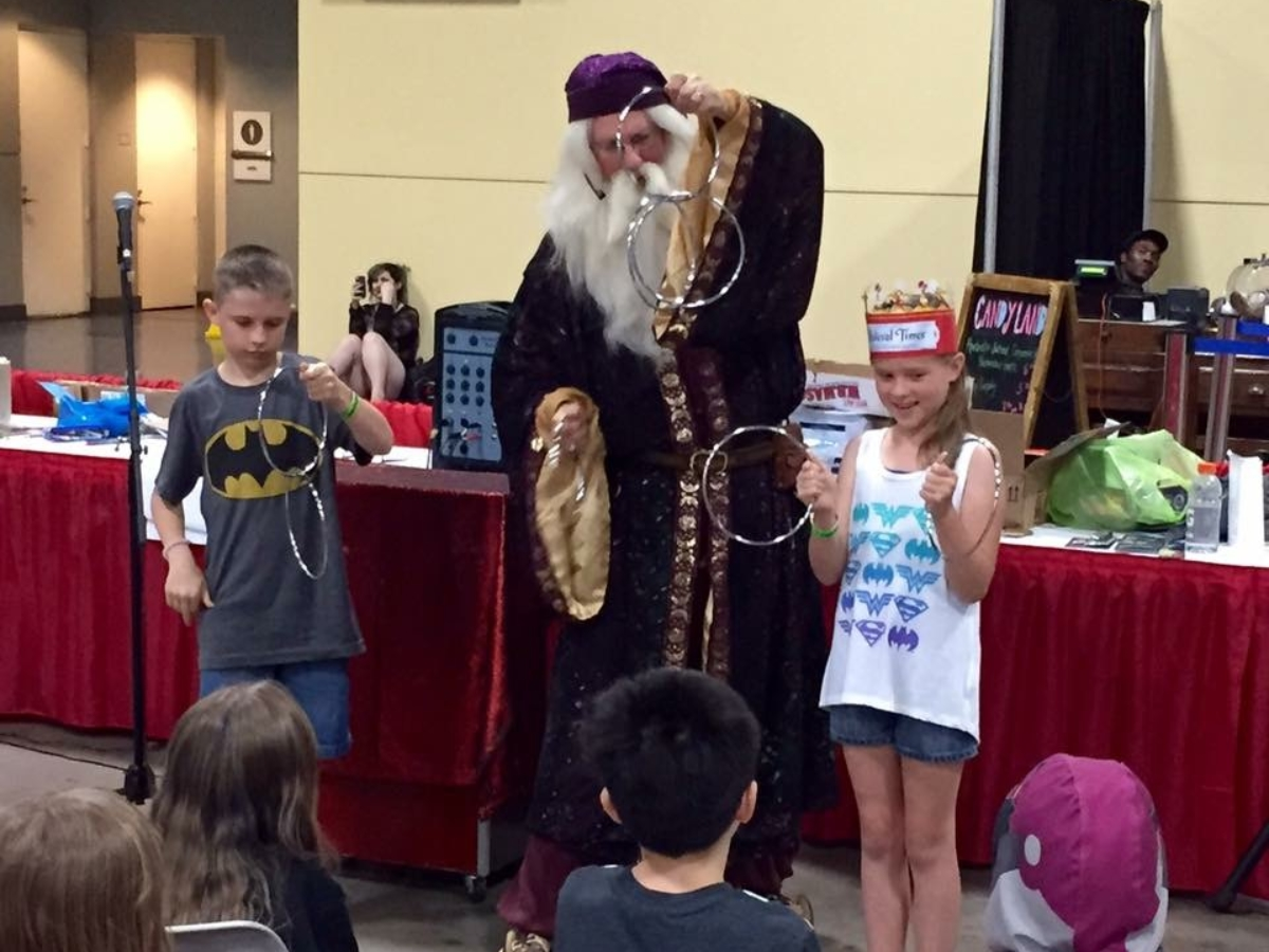 Awesome Con magic show linking rings